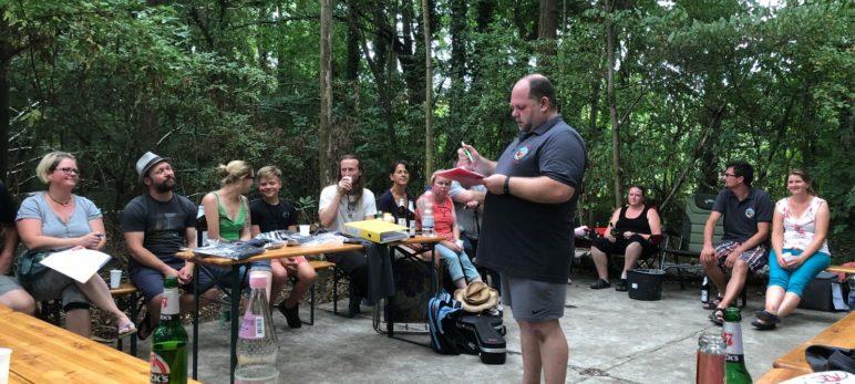 Versammlung im Glöther Park