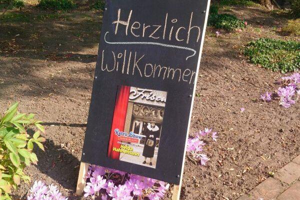 """""""Helga Hahnemann"""" im Kirchgarten Glöthe……"""